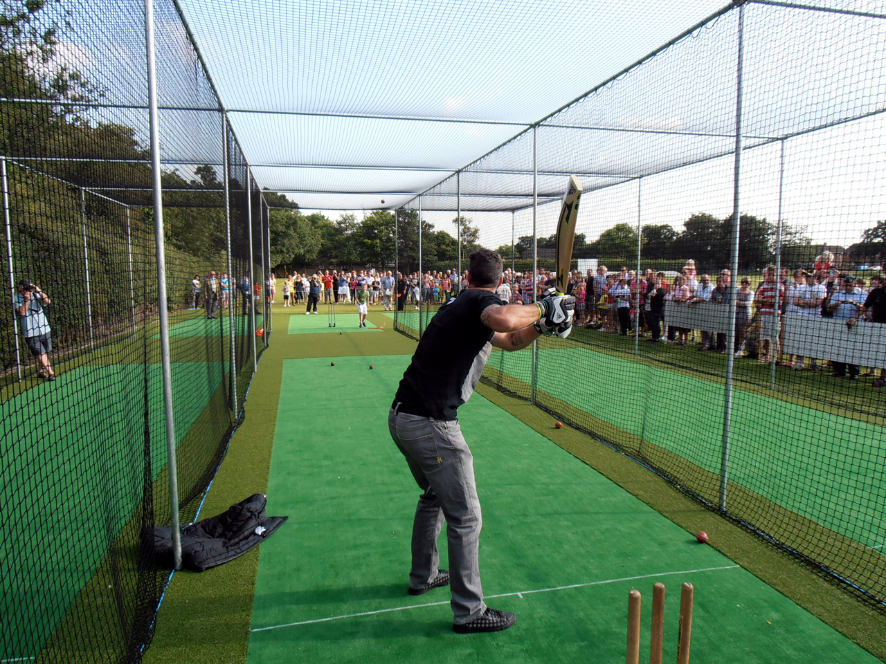 Kevin Peterson Opens Woodall Spa Cricket Clubs New